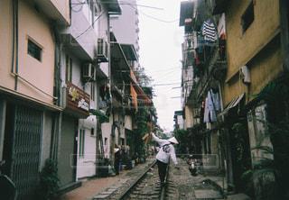 風景,カメラ,電車,帽子,線路,旅,ベトナム,遊び,フィルム,町,男の子,彼氏,フィルムカメラ,フィルム写真,インスタントカメラ,フィルムフォト,トレインストリート