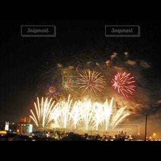 空の花火の写真・画像素材[2717232]
