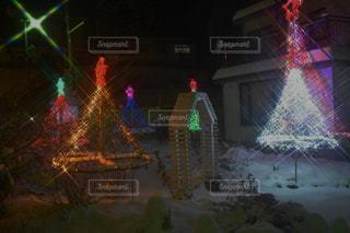 夜に電飾が点灯するの写真・画像素材[2831735]