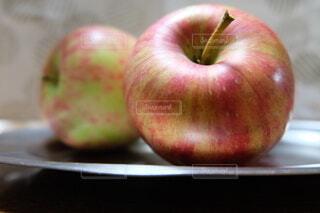 りんご狩りしたてで新鮮の写真・画像素材[3729159]