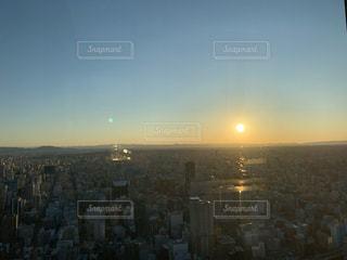 自然,空,建物,ビル,屋外,太陽,晴れ,青,オレンジ,光,タワー,都会,高層ビル,快晴,天気,グラデーション,名古屋,初日の出,日中,クラウド