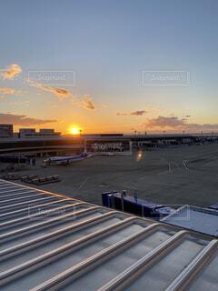 空,屋外,太陽,朝日,雲,綺麗,飛行機,美しい,眩しい,空港,正月,お正月,元旦,日の出,新年,初日の出