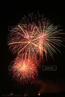 夜空の花火の写真・画像素材[2503118]
