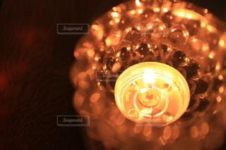 ろうそくの光の写真・画像素材[2629983]