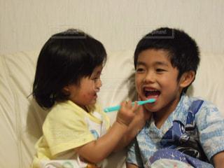 歯を磨く少年の写真・画像素材[2437037]