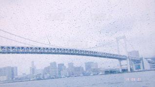 橋,雨,川,水面,景色,レトロ,都会,旅行,高層ビル,レインボーブリッジ,ナチュラル,フィルム,雨粒,切ない,自然光,フィルム写真,雨模様,フィルムフォト
