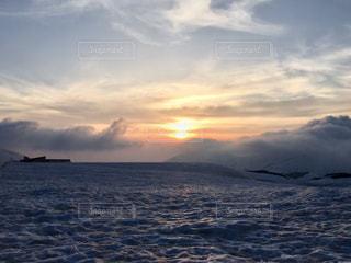 夕焼け雲の写真・画像素材[2441976]