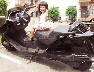 子ども,1人,屋外,スクーター,駐車場,少女,フィルム,オートバイ,フィルム写真,フィルムフォト