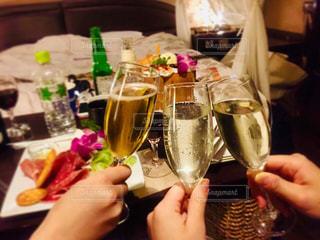 食べ物,ディナー,屋内,ボトル,グラス,乾杯,ドリンク,女子会,シャンパン,アルコール,Hotel,champagne,ホテル女子会,ガールズナイト,girls night