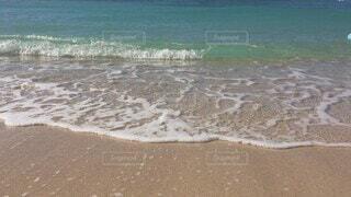 自然,風景,海,空,屋外,砂,ビーチ,砂浜,波,水面,海岸,アメリカ,女子,日差し,女の子,ハワイ,Hawaii,beach,Honolulu,ホノルル,日中,快適