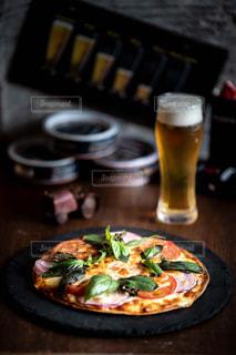 ランチビールとマルゲリータの写真・画像素材[2644896]