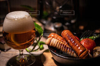 ビール,サンドイッチ,ソーセージ,ジューシー,おつまみ,晩酌,ウィンナー,ホットドック,PR,ジョンソンヴィル