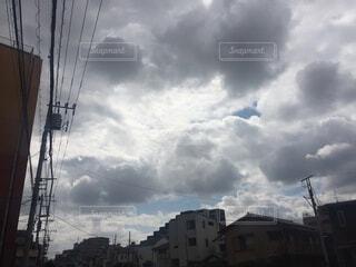 空,建物,屋外,雲,青,黒,光,グレー