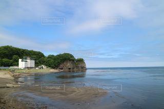水域の隣の砂浜の写真・画像素材[3557869]
