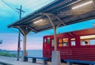 空と海と駅と電車の写真・画像素材[4814583]