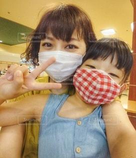 親子でマスクの写真・画像素材[3538072]