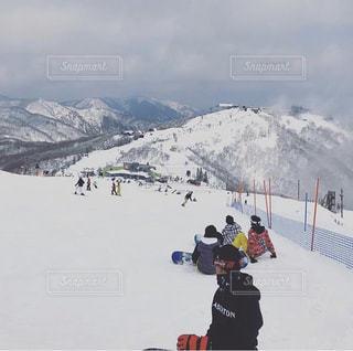 友だち,2人,自然,風景,アウトドア,空,スポーツ,雪,屋外,山,人物,スキー,ゲレンデ,レジャー,スキー場,スノーボード,斜面,ウインタースポーツ,高度