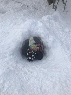 女性,1人,自然,アウトドア,スポーツ,雪,屋外,山,人物,雪遊び,雪だるま,スキー,洞窟,ゲレンデ,かまくら,レジャー,スノーボード,スキーウェア,杭,カマクラ