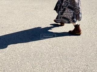 どこへ、むかう、あしもと。の写真・画像素材[2704018]