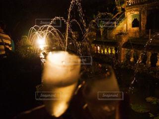 アウトドア,夜,水,遺跡,噴水,ワイン,グラス,お祝い,オーストラリア,乾杯,ドリンク,ロマンティック,ナイト,スパークリング,セレブレーション