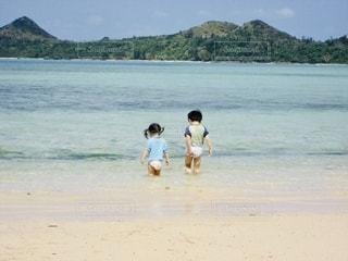 南国の海で水遊びの写真・画像素材[2571688]