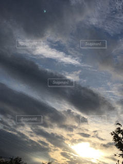 秋の朝の写真・画像素材[2458985]