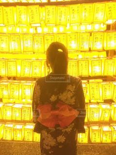 御霊まつりの提灯の明るさの写真・画像素材[2457772]