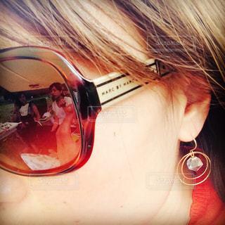 女性,ファッション,アクセサリー,サングラス,眼鏡,横顔,ピアス,マークジェイコブス,耳,メガネ,頬,もみあげ