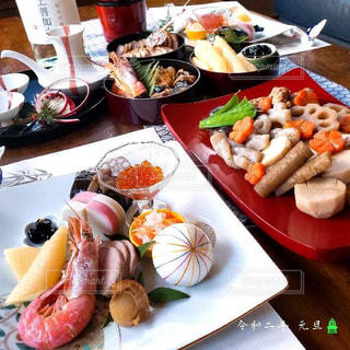 テーブルの上のおせち料理の写真・画像素材[2873128]