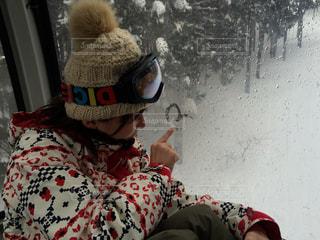 女性,1人,アウトドア,スポーツ,雪,人物,人,スキー,スノボ,ゲレンデ,レジャー,ゴンドラ,スノーボード,スノーウェア