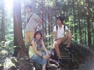 森でジャケット撮影の写真・画像素材[3648223]
