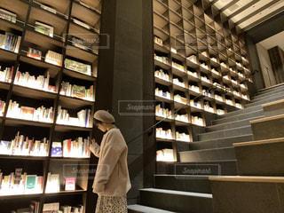 図書館のようなブックホテルの写真・画像素材[2807217]