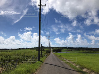 道をゆく。の写真・画像素材[2453236]