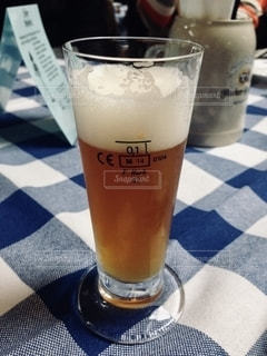 飲み物,屋内,ガラス,テーブル,グラス,ビール,乾杯,ドリンク,飲料,エール