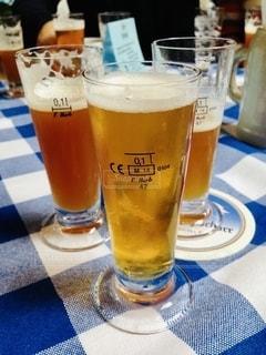 ガラス,テーブル,グラス,ビール,ドイツ,乾杯,ドリンク,アルコール,飲料,飲み比べ,エール