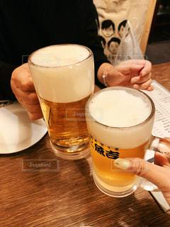食べ物,飲み物,コーヒー,食事,朝食,屋内,ジュース,テーブル,人物,イベント,グラス,ビール,カップ,カクテル,乾杯,飲み会,ドリンク,パーティー,居酒屋,ジョッキ,手元,飲料,ソフトド リンク