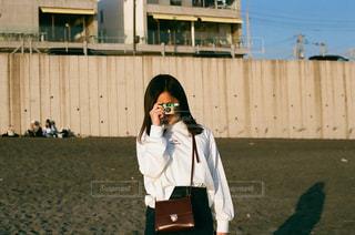 海,冬,夕日,カメラ女子,砂浜,海岸,日光,夕方,女の子,フィルム,サンセット,雰囲気,カラー,写ルンです,フィルム写真,七里ガ浜,フィルムフォト