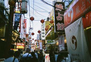空,屋外,提灯,都会,人混み,フィルム,通り,中華街,フィルム写真,黄昏時,フィルムフォト