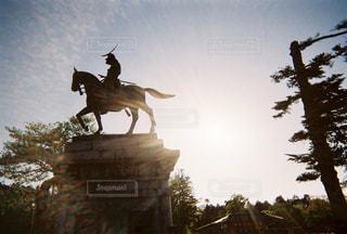 夕日,夕陽,フィルム,後光,伊達政宗,石像,フィルム写真,戦国武将,伊達男,フィルムフォト