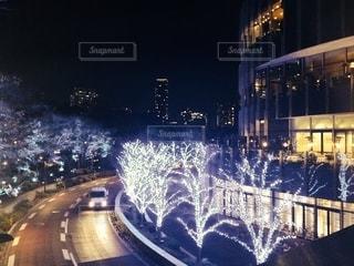 夜の街の眺めの写真・画像素材[2716635]