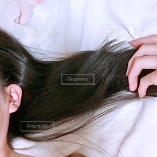 サラサラ髪の毛の写真・画像素材[2468874]