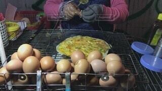 食べ物,食事,屋台,フード,人物,人,チーズ,バター,卵,ベトナム,美味しい,ローカル,ファストフード,ジャンクフード,飲食,ピザ,チリソース,ライスペーパー