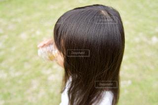 ツヤ髪女の子の写真・画像素材[2486166]