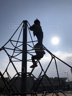 男性,子ども,家族,2人,空,公園,屋外,太陽,光,人,男の子,高い所