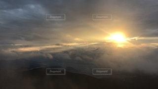 雲と太陽の写真・画像素材[2622918]