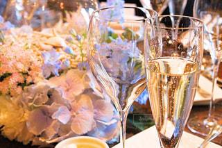 屋内,グラス,お祝い,乾杯,明るい,ドリンク,シャンパン,シャンパングラス,縁,おめでた,はじめの一杯