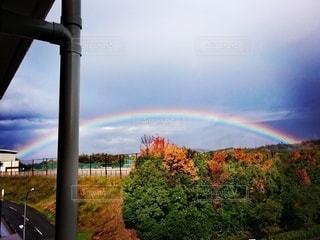 虹が見えるベランダの写真・画像素材[2508217]