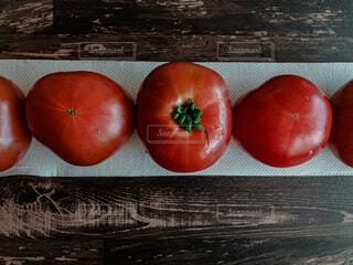 食べ物,風景,屋内,木,トマト,野菜,食品,木目,コピースペース,スーパーフード,食材,フレッシュ,ベジタブル,ダイエット食品,チェリートマト,自然食品,プラムトマト,ブッシュトマト,地元の料理