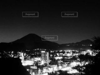 富士山と夜景の写真・画像素材[4071685]