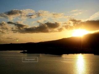 湖を染める夕陽の写真・画像素材[2627265]